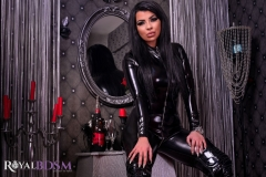Mistress-Elenia-in-latex-sitting