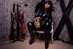 Mistress-Elenia-in-leather-with-gas-mask